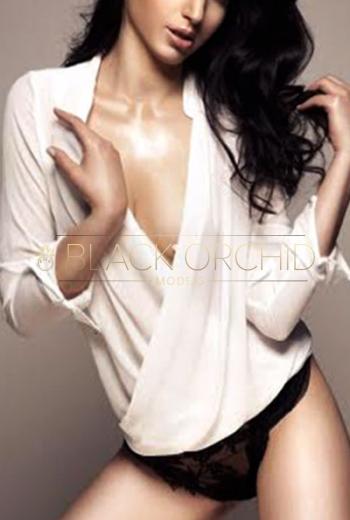 Elite escorts Shanghai Manuelle, luxury Chinese escort model
